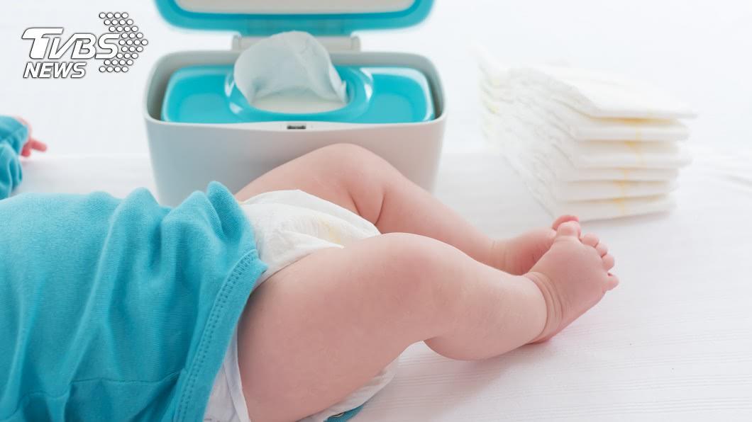 女嬰因為發高燒被帶到診所。示意圖/TVBS 這款護士!幫9個月大女嬰塞退燒塞劑 竟會「塞錯洞」