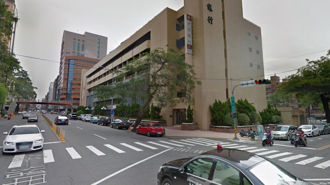 台中市自由路、民生路交叉口。圖/谷歌地圖 「幽靈車」擋路沒駕駛? 路邊夫妻大吵成關鍵