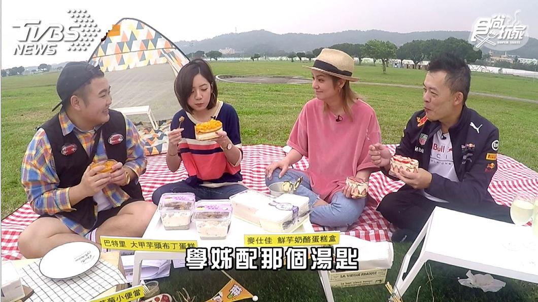 《不推怎麼行》全體野餐照 左起 Budi 黃瀞瑩 莎莎 Andy老爹。圖/TVBS  TVBS《不推怎麼行》跟著國民學姊黃瀞瑩野餐去