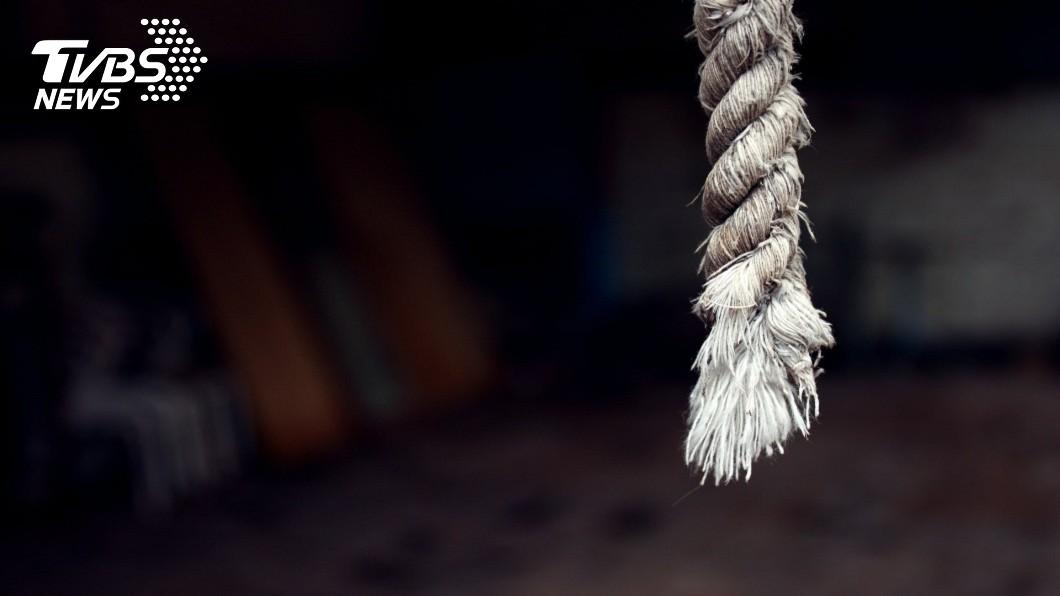高雄市一名張姓巡佐在1年內被查獲3次酒駕,日前在屏東住家上吊身亡。(示意圖/TVBS) 巡佐1年3度酒駕被查 住家尋短上吊亡