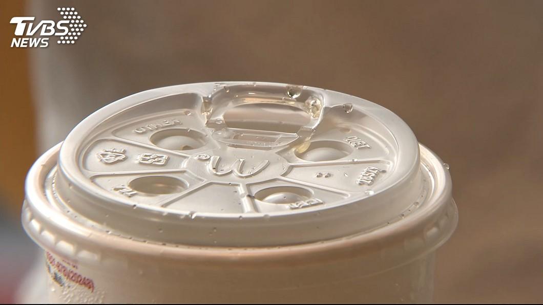圖/TVBS 藍委憂就口杯蓋塑量更高 環保署:少了吸管有減塑