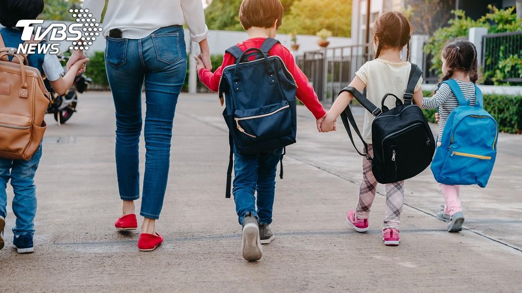 示意圖/TVBS 月入5萬多養8口 6寶爸媽卻不嫌累
