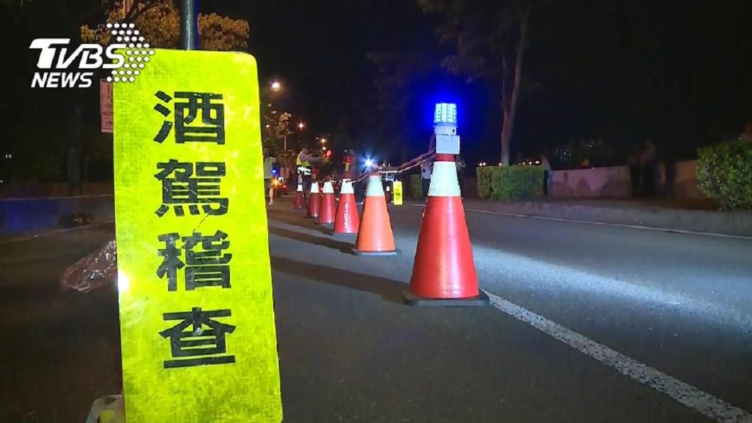 酒駕事件頻傳,警方也不定時地執行攔檢勤務。(圖/TVBS)