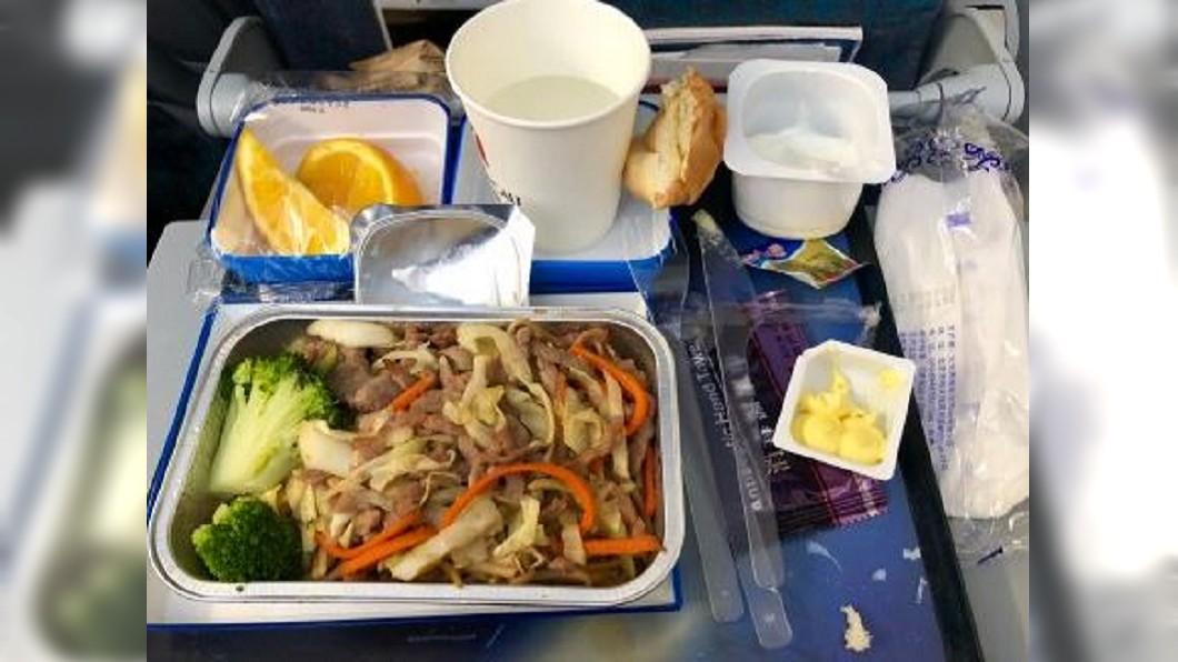 圖/翻攝自射手座小姐  微博 飛機餐好吃與否? 人類嗅覺被飛行高度牽著走