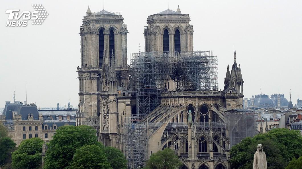 圖/達志影像路透社 巴黎聖母院大火燒15小時 消防隊宣布完全撲滅
