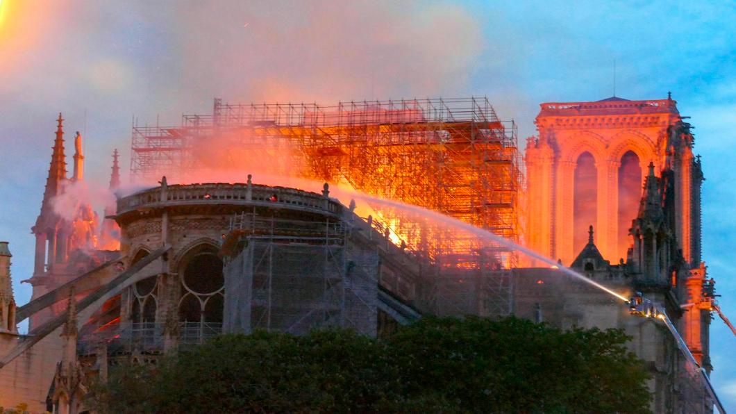 圖/達志影像美聯社  850年巴黎象徵.瞬滅!聖母院尖塔.祝融吞沒