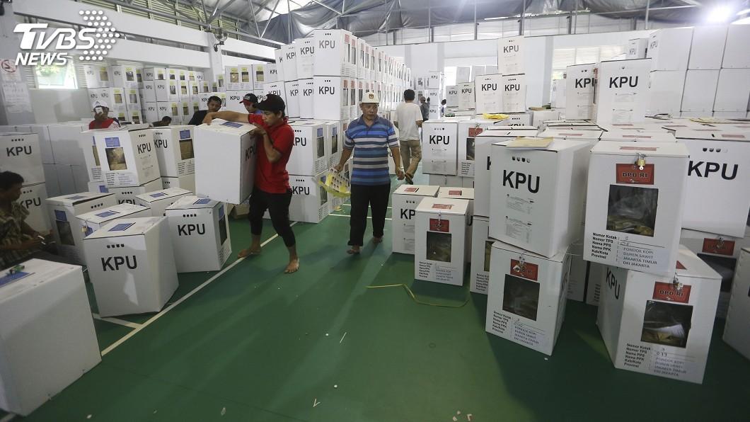 圖/達志影像美聯社 出動大象運送投票箱 印尼大選後勤任務艱鉅