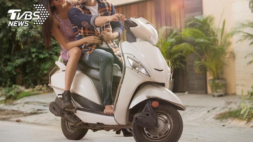 示意圖/TVBS 尪騎車摸小三嫩腿 人妻抓包...淚控「以前都摸我」