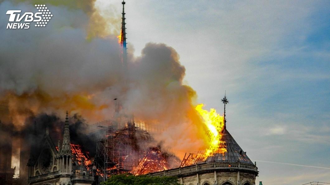 圖/達志影像美聯社 玫瑰花窗沒有燒毀! 聖母院起火「單純意外」