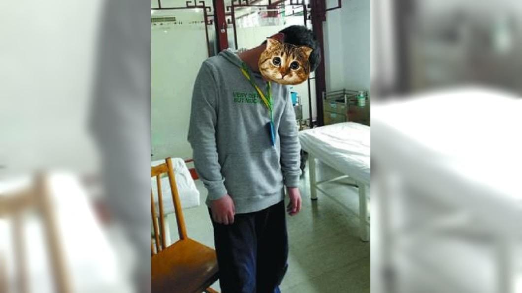 男童晨跑後脖子竟歪掉轉不回來。圖/翻攝自《中國台州網》 10歲男童瘋玩手機 跑步竟跑到「歪脖」!
