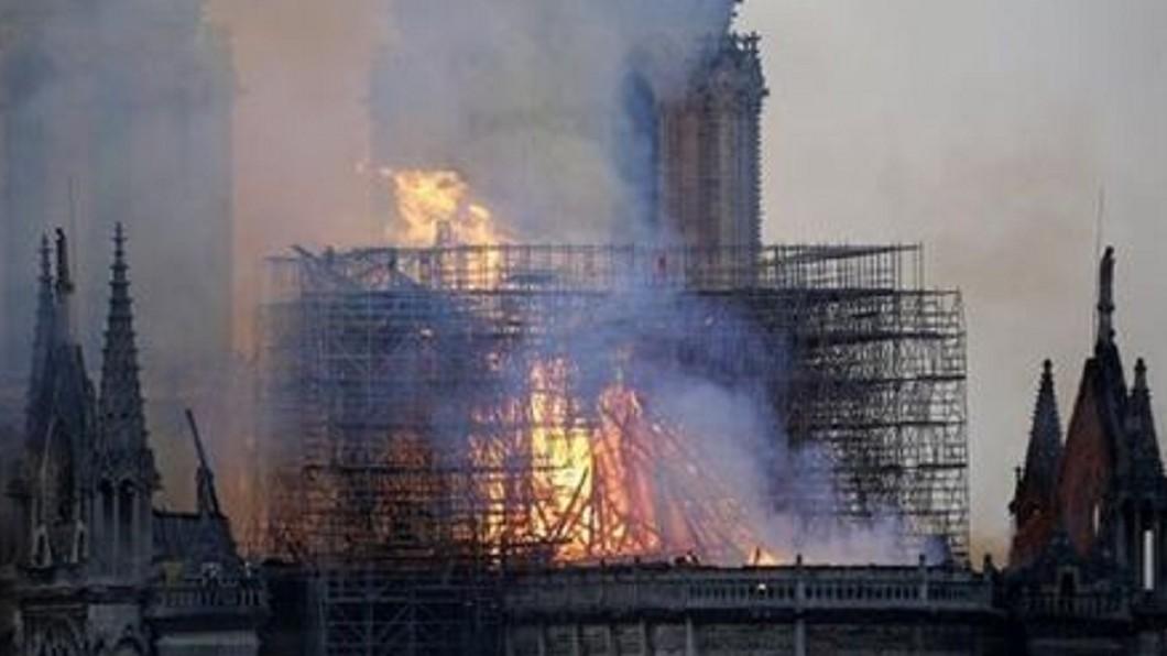 圖/翻攝臉書 聖母院惡火肆虐15小時 她驚見耶穌烈焰中顯靈