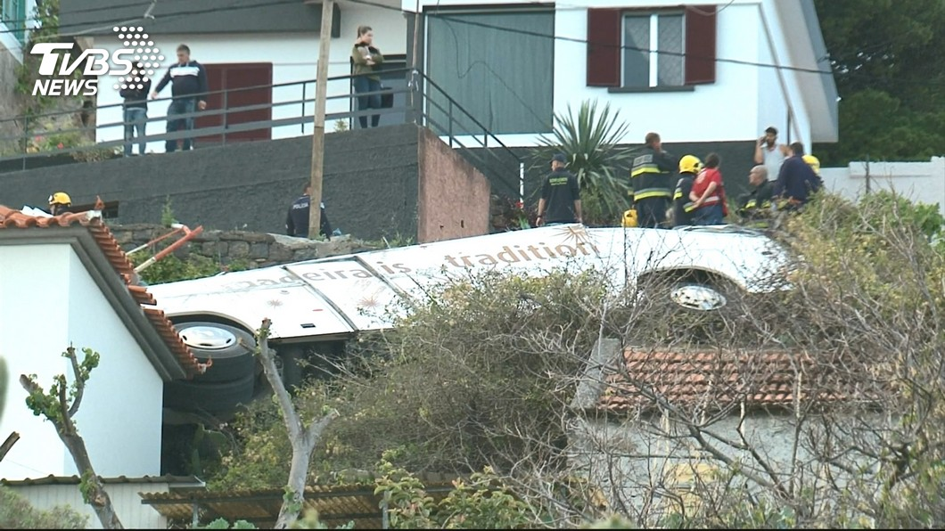 圖/TVBS 葡萄牙外島巴士墜崖29死 死者多為德國公民
