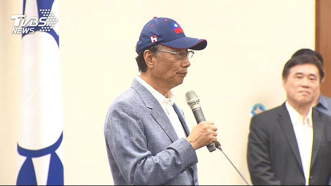 鴻海董事長郭台銘。圖/TVBS資料畫面 質疑小英曲解他的「民主說」!郭董臉書辦投票反擊
