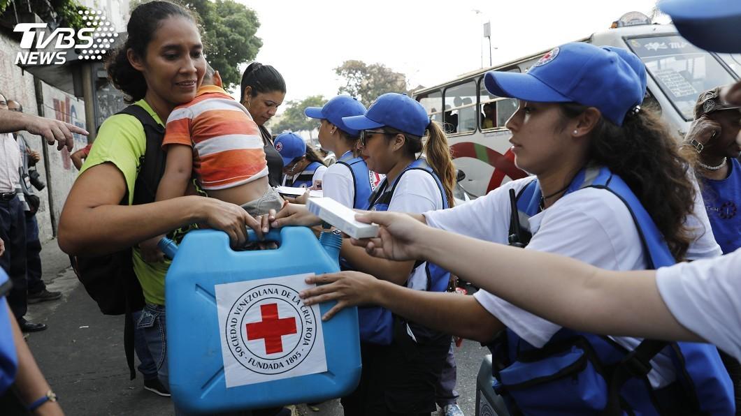 圖/達志影像美聯社  馬杜羅讓步放行 救援物資入境委內瑞拉