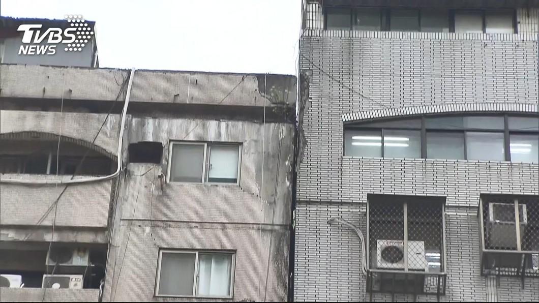 圖/TVBS 外界盼北市府介入傾斜大樓都更 柯文哲:按規矩