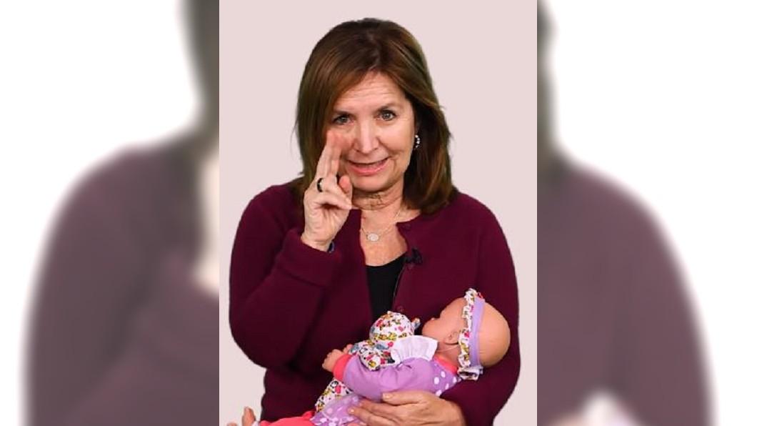 圖/翻攝自INSIDER YouTube 扮醜、發怪聲樣樣來 嬰兒牧羊人引導嬰兒演電影