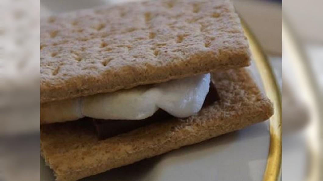 圖/翻攝自美國在台協會 AIT 臉書 芝加哥棉花糖夾心餅乾 造型美味兼具