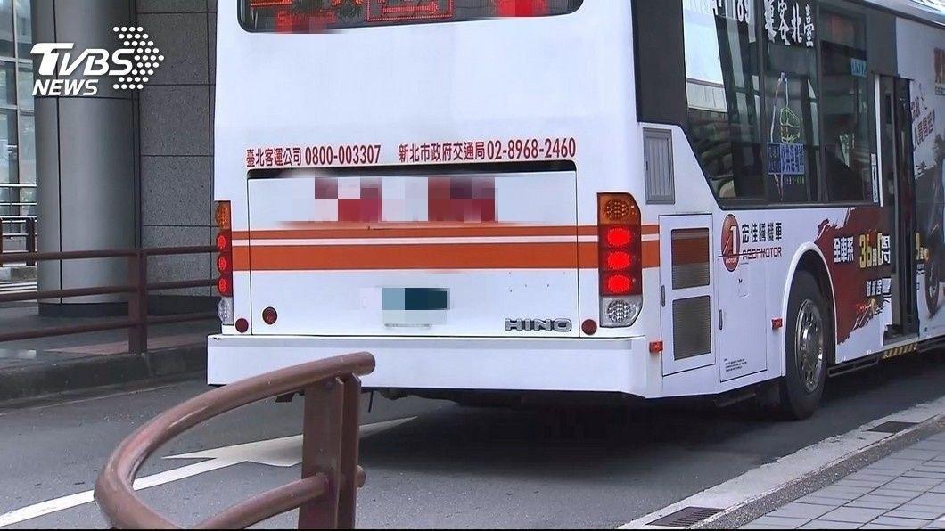 客運司機在超車時按了3聲喇叭示意超車,騎士回頭查看卻不慎自撞身亡,檢方將司機起訴。(示意圖/TVBS) 多按1聲喇叭…騎士自撞身亡 公車司機被起訴