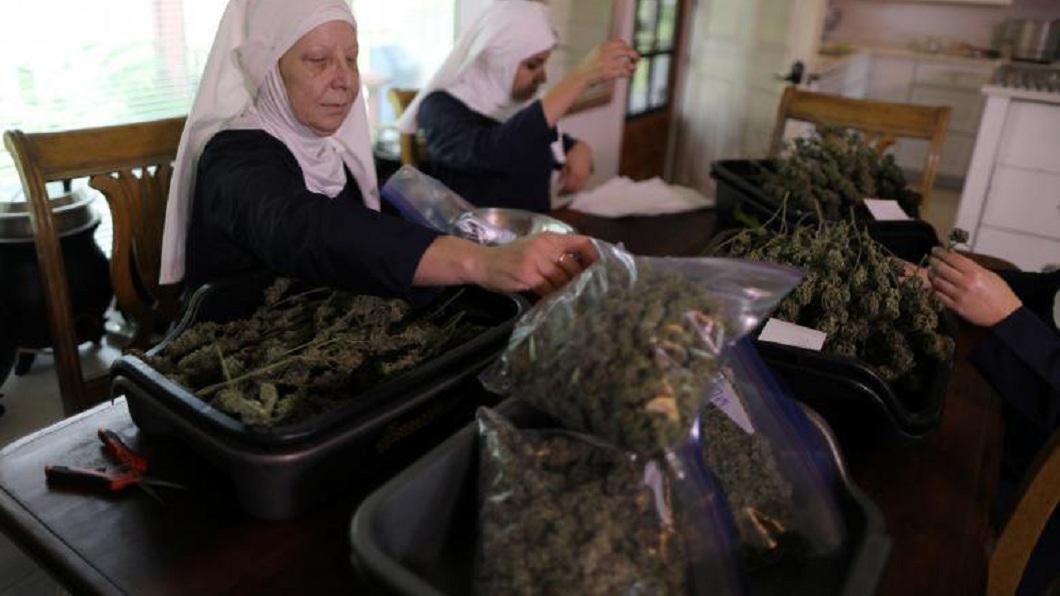目前在這群修女的幫助下,已有8名毒蟲和酒鬼成功治癒。(圖/翻攝自推特)