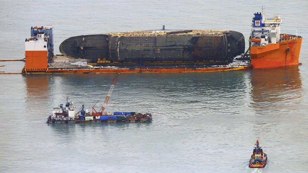 圖/達志影像美聯社 「老師晚點再出去...」 12位老師為救學生隨船沉沒