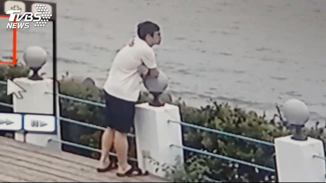吳男犯案後曾到新北市三芝區的淺水灣看海。圖/TVBS 涉殺小姊弟!運將曝泰山狠父「有苦說不出」:他很愛老婆