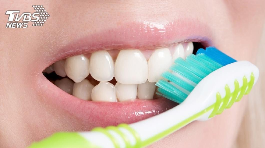 許多人都很重視牙齒美白。示意圖/TVBS 為求亮白牙…潔牙粉讓整張臉感染 蜂窩性組織炎險腦栓塞