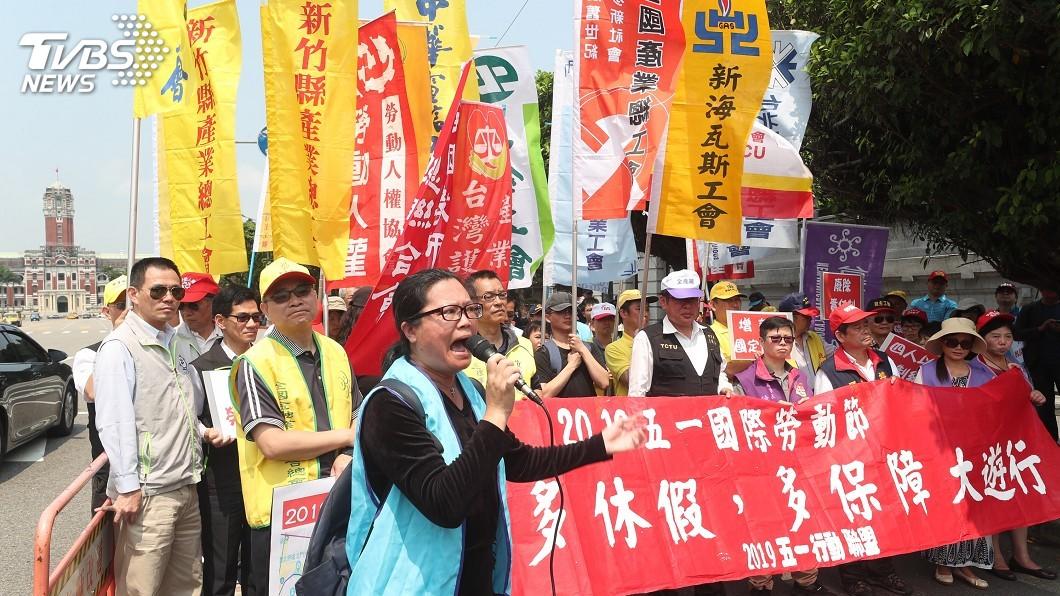 圖/中央社 五一勞工大遊行 訴求「多休假、多保障」