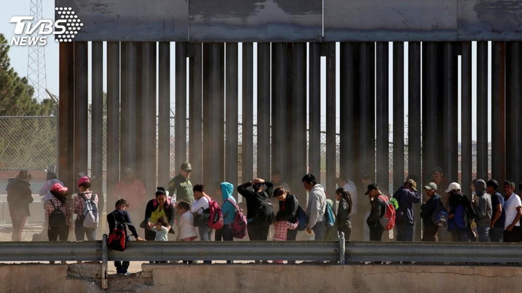 圖/達志影像路透社 美擁槍民團邊界阻移民 誇稱養刺客殺歐巴馬