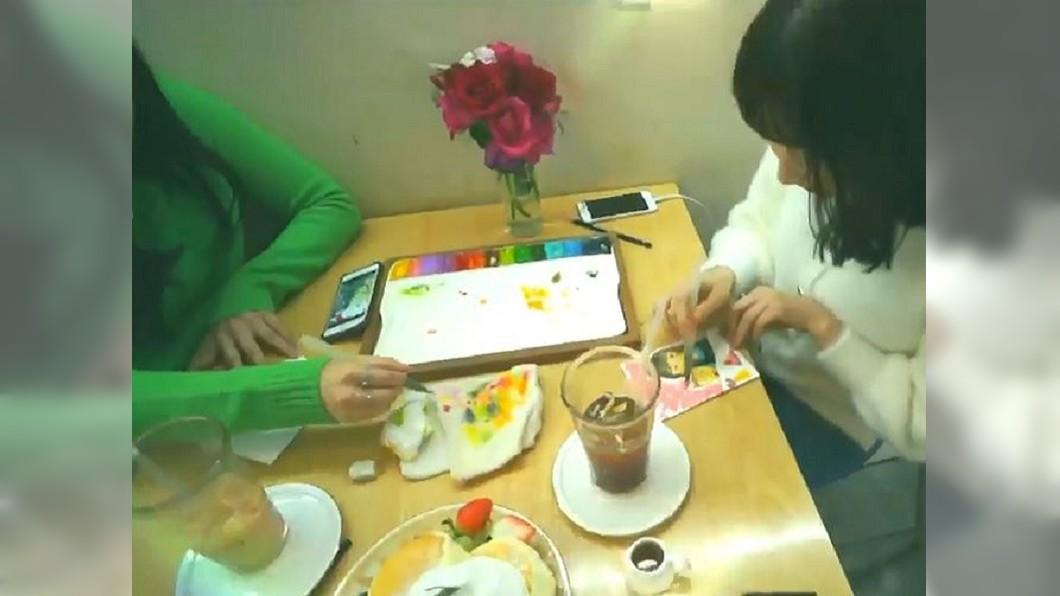 圖/翻攝自 Another Hyeji YouTube 韓情侶約會都來這 到咖啡廳當一日畫家