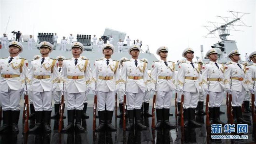 圖/新華網 親登西寧號!習近平中式禮服青島閱兵
