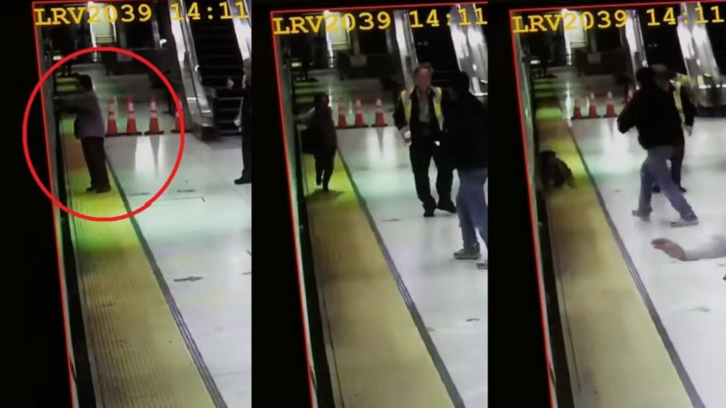 圖/翻攝自San Francisco Examiner 手遭車門夾住 2秒後婦人被電車「吞噬」