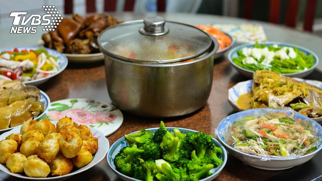 隔夜菜用對方是保存放冰箱,營養師認為致癌的機率也相當低。(示意圖/TVBS) 菜放涼進冰箱母湯!營養師6招「爽吃隔夜菜」打臉老觀念