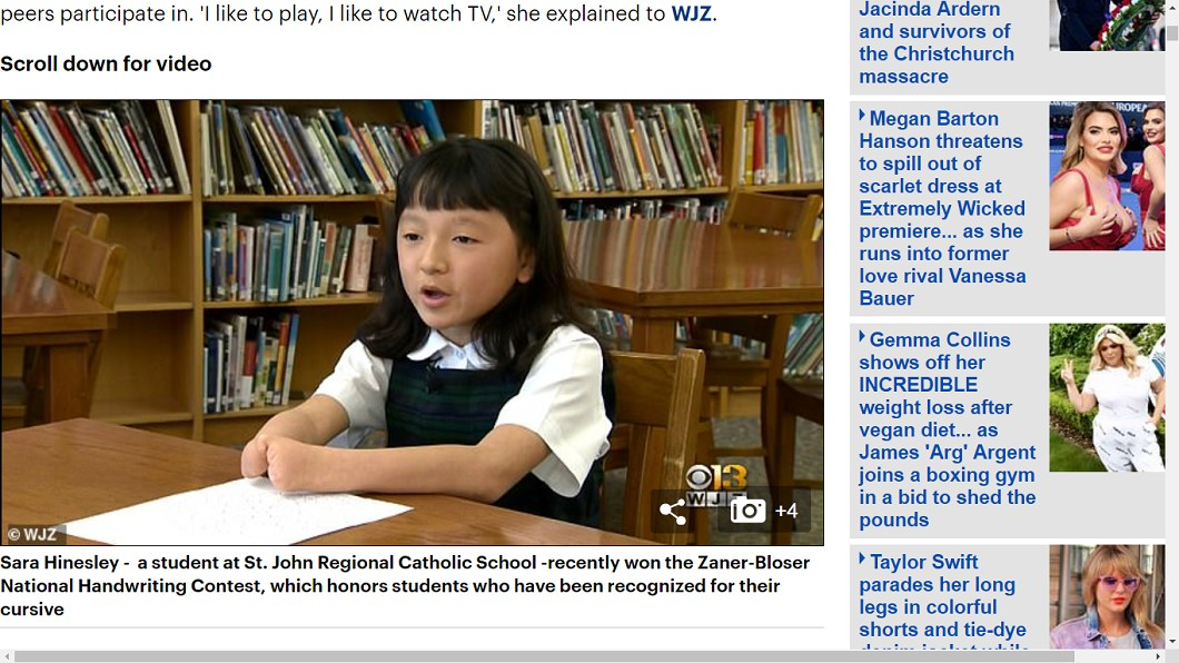 即使沒有手掌也能寫出一手好字。圖/翻攝自《每日郵報》 沒手掌也能有一手好字!10歲女克服缺陷奪寫字冠軍