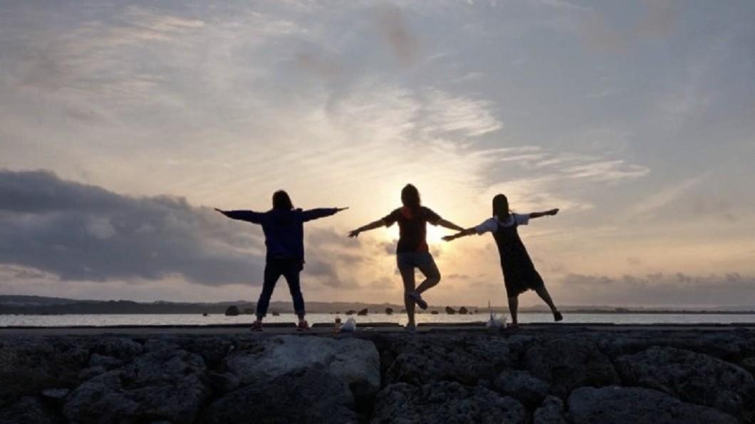 沖繩景點四季玩法-濱比嘉海灘。(圖/Tripbaa趣吧!亞洲自由行專家)