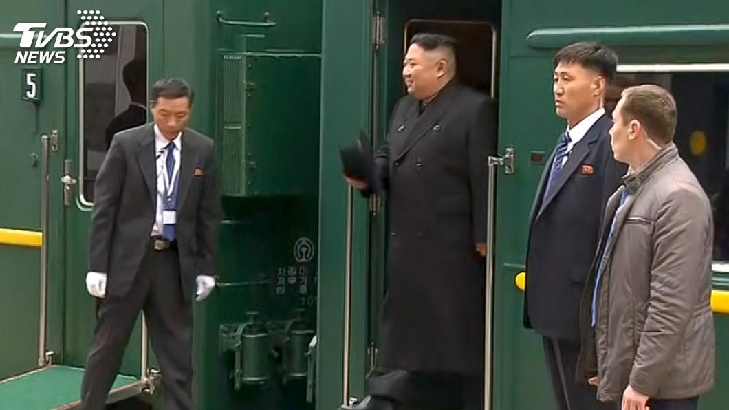 圖/達志影像美聯社 金正恩隨扈好忙碌 專列抵達要先擦火車