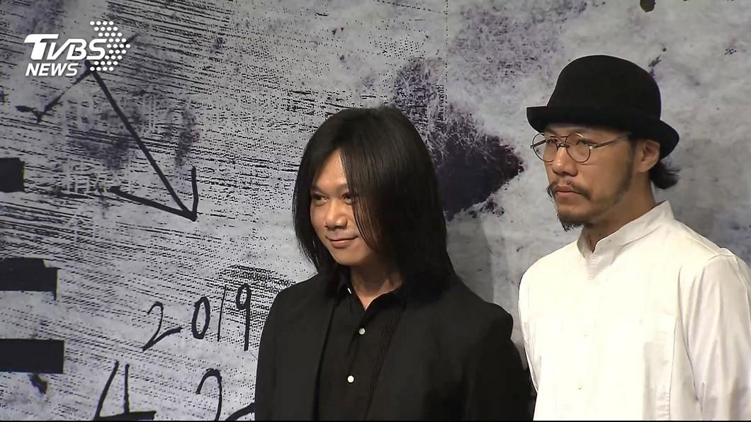 瑪莎(左)擔任「查無此人-小花計畫展」的音樂總監。資料照/TVBS 為救拖鞋險溺斃 五月天瑪莎:閃過人生跑馬燈