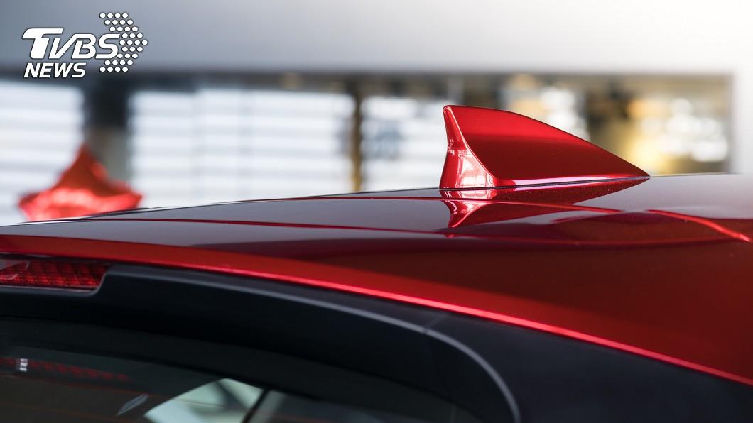 示意圖/TVBS 車頂「鯊魚鰭」做啥用?不只帥氣 行車安全也靠它