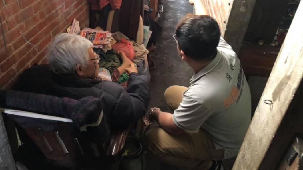 圖/翻攝和宸企業社阿昌清潔庇護工場臉書 想再為他蒸蘿蔔糕!斷腿嬤困椅8月 「唯一心願」逼哭人