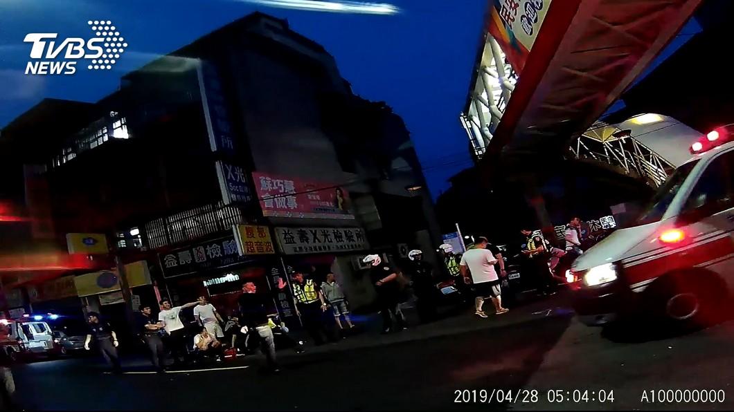 圖/TVBS 砰砰!民眾指街頭開槍 警澄清「壓破鋁箔包」