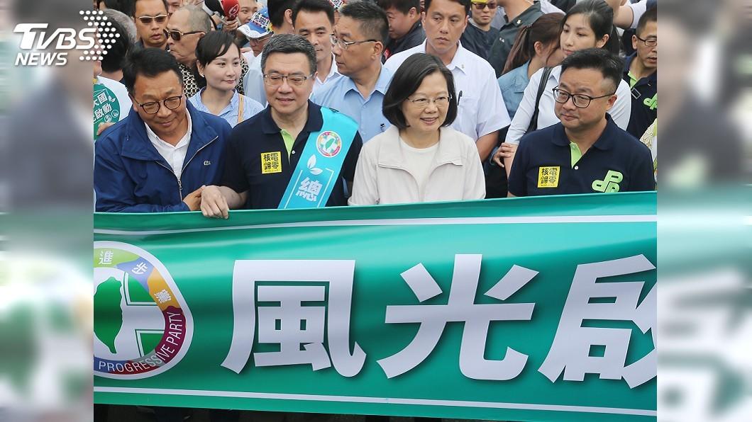 圖/中央社 蔡總統上街遊行是否恰當? 藍綠立委論戰