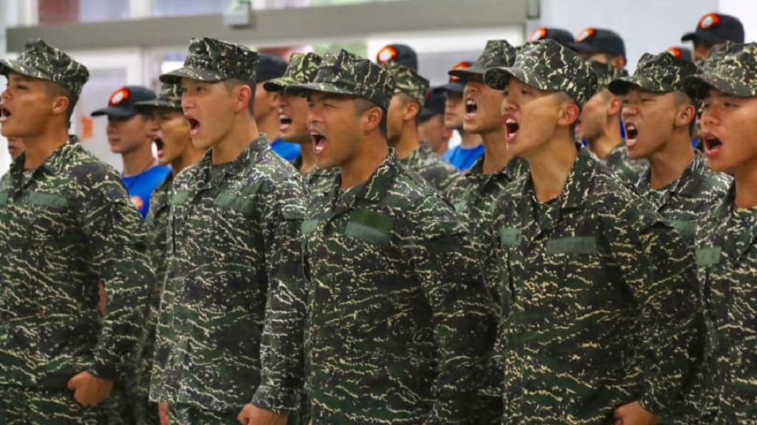 圖/翻攝自臉書「中華民國海軍陸戰隊」 役男抽中這張籤 網友憶:全場起立幫鼓掌