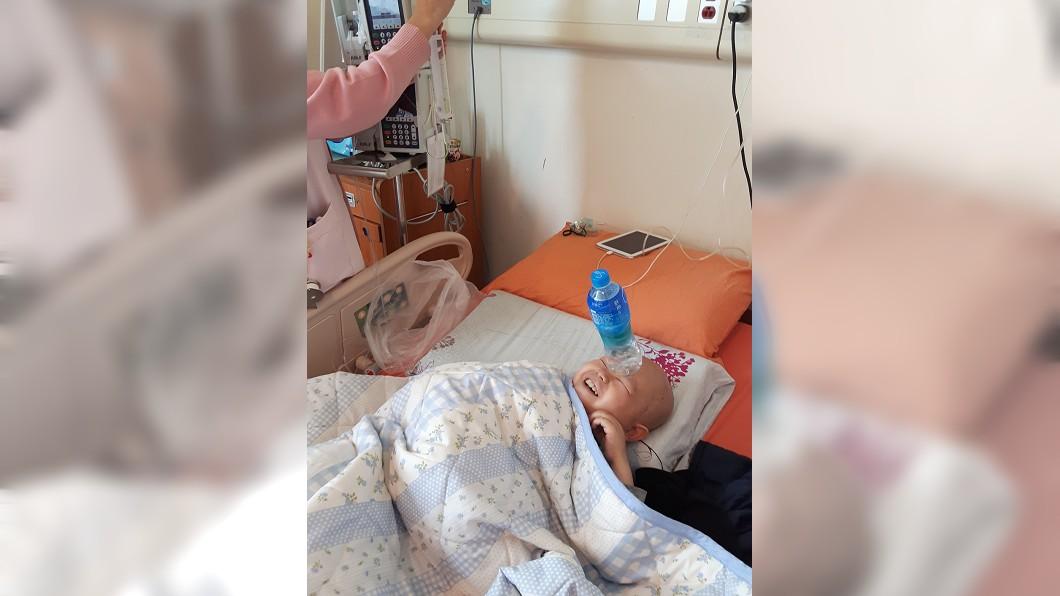 圖/癌症希望基金會提供 用燦爛笑容抗病魔 12歲癌童「特技表演」照片奪獎