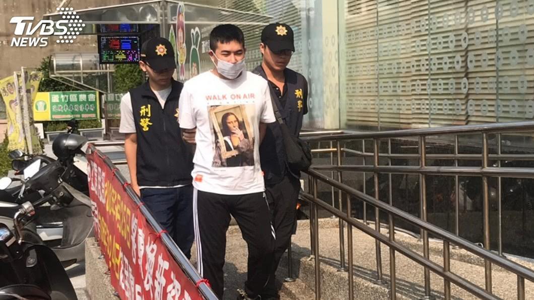 圖/中央社 趁警開單拍攝猥褻影片 男子遭逮送辦