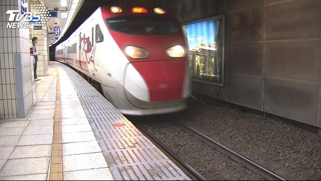 普悠瑪、太魯閣號等新自強號列車,2日起開放站票。(圖/TVBS)