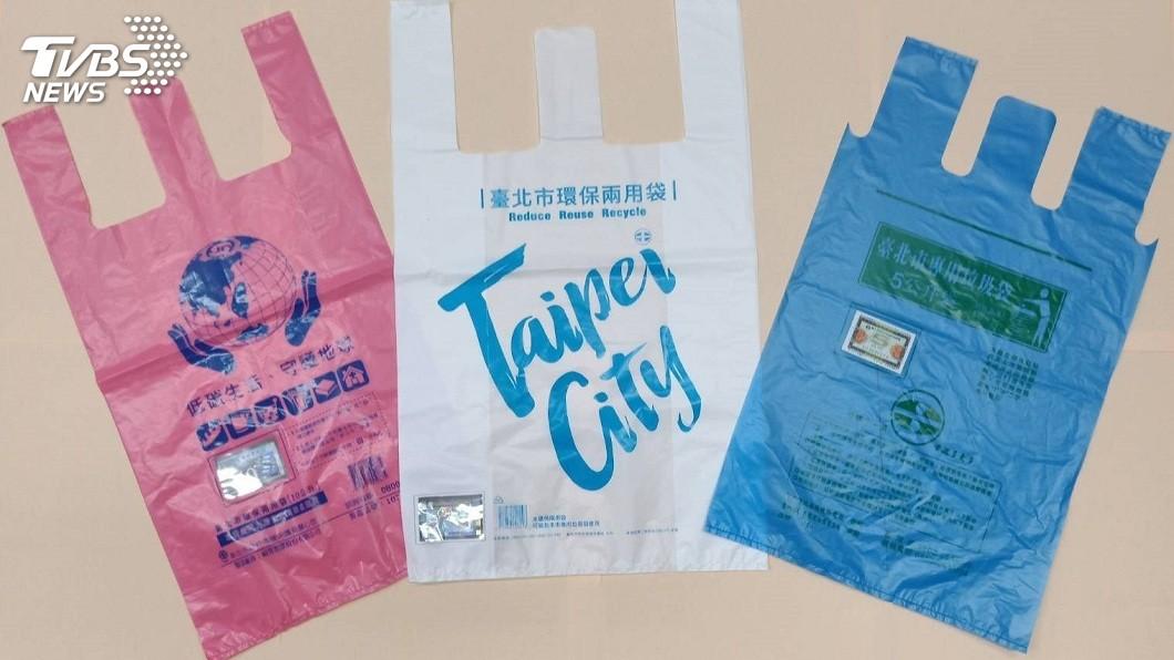 新北市和台北市專用垃圾袋。(圖/台北市環保局提供) 北市垃圾增量疑來自新北 侯友宜:新北垃圾也增