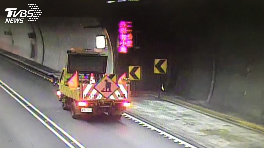 圖/中央社 白鷺鷥誤闖雪隧 一度封閉北上外側車道