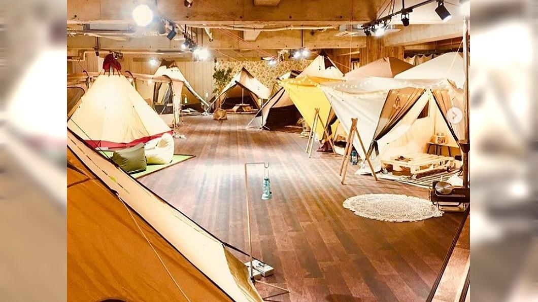 圖/翻攝自glcafe_official instagram 假露營、坐臥草皮 東京咖啡廳走自然風