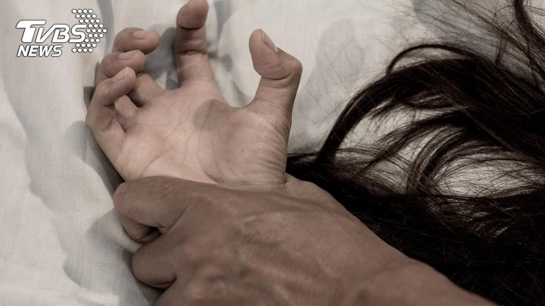 殘忍的父親竟性侵自己的女兒長達4年。示意圖/TVBS 狠父性侵女兒逾百次還想勒死她 重判661年!