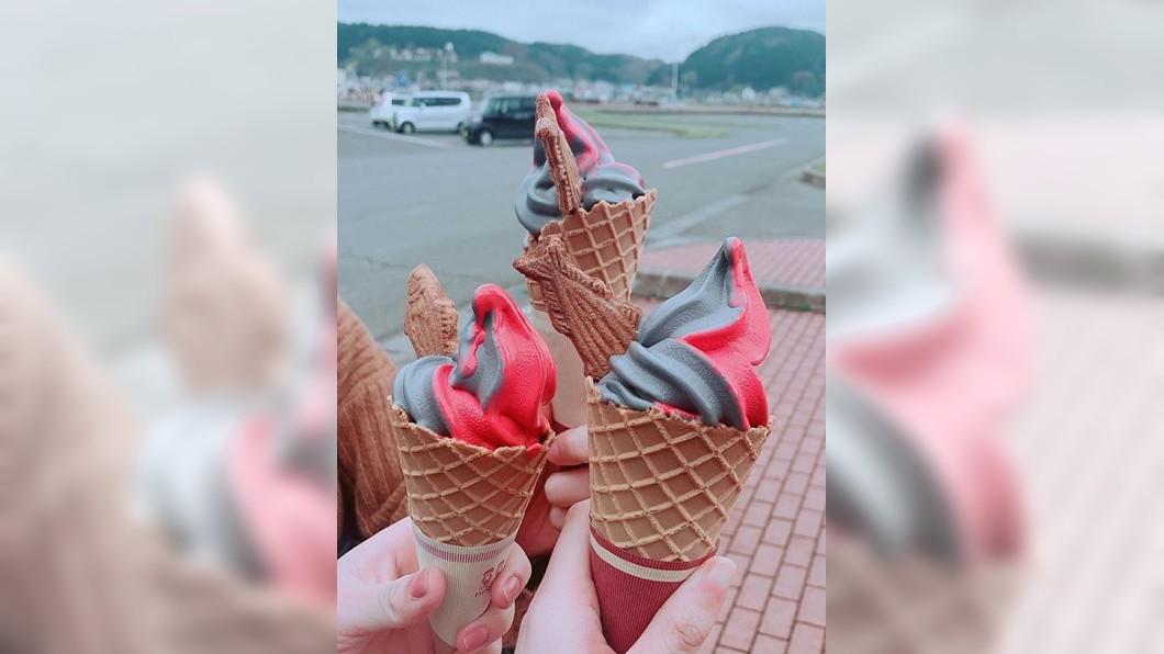 圖/翻攝自 hrk__8178 instagram 紅灰雙色鮪魚霜淇淋 日本青森限定口味