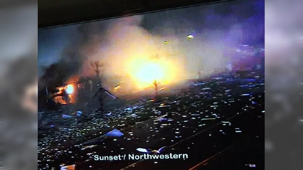 圖/翻攝自@LakeCoILSheriff推特 連地面都在搖!美矽膠廠爆炸 威力驚人